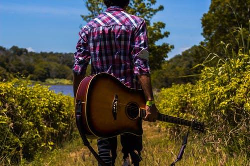 La guitare au centre d'un univers musical riche et varié